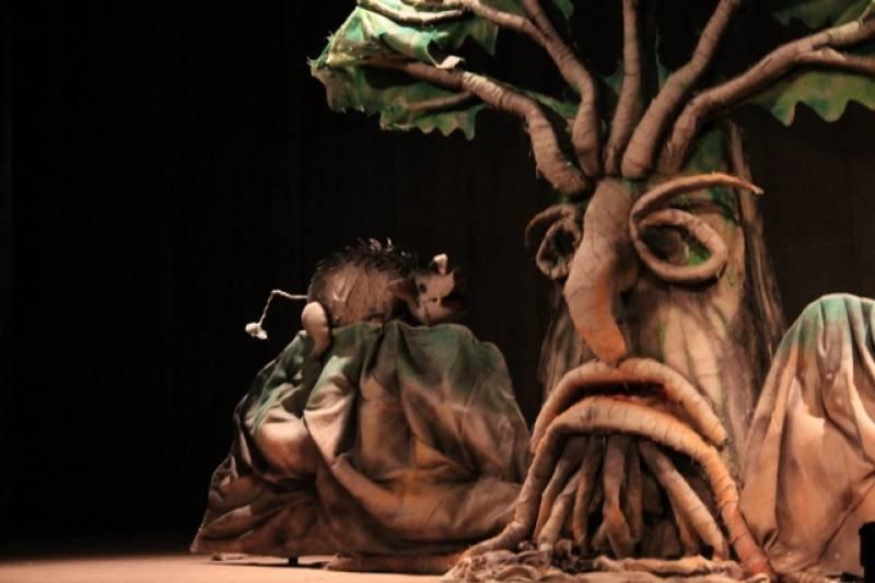 Predstava dobra, veliko drvo prestrašno!