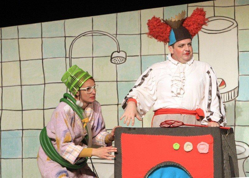 Kraljica Vešmašina zadržala Noru u kazalištu